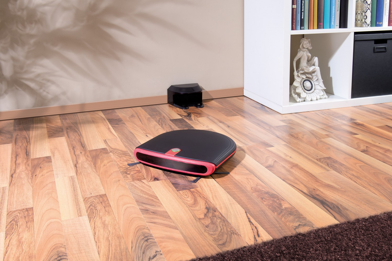 bis zu 120 minuten saugen wischen und b rsten neuer reinigungsroboter von sichler. Black Bedroom Furniture Sets. Home Design Ideas