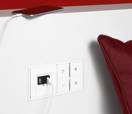 haussteuerung-usb-ladestation-fuer-smartphones-im-schalterdesign-schluss-mit-belegten-steckdosen-12796.jpg