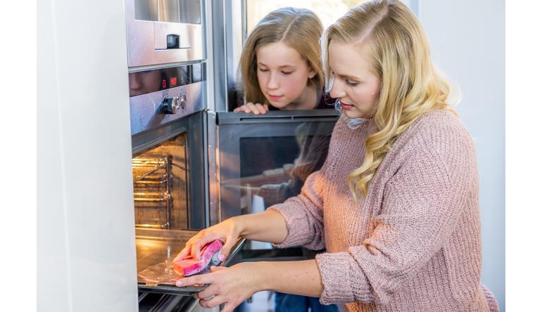 Haushaltsgeräte Pflanzenseife-Stahlwolle-Pad und Schwamm in einem: Neuer Backofen-Reiniger von Abrazo - News, Bild 1