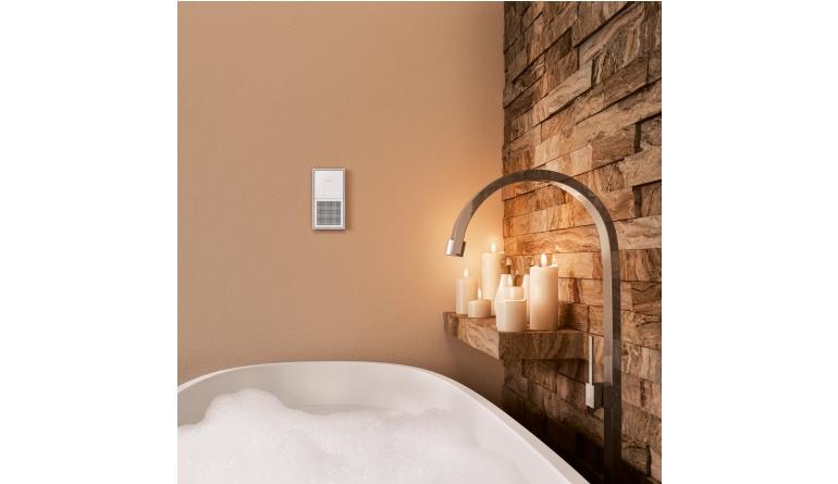 in k che wohn und esszimmer dezente wandschalter streamen musik per bluetooth. Black Bedroom Furniture Sets. Home Design Ideas