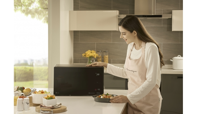 Haushaltsgeräte NeoChef Mikrowellen-Familie von LG mit antibakterieller EasyClean-Beschichtung - News, Bild 1