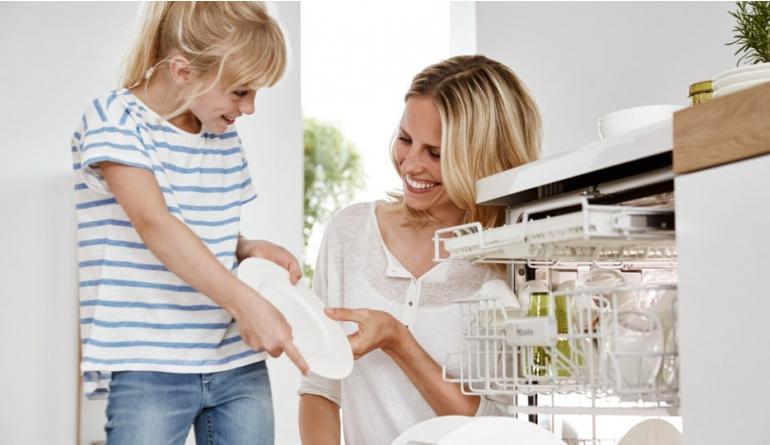 Ratgeber Die Küchenausstattung kindgerecht planen: Sicherheit beim Kochen und Backen für die ganze Familie - News, Bild 1